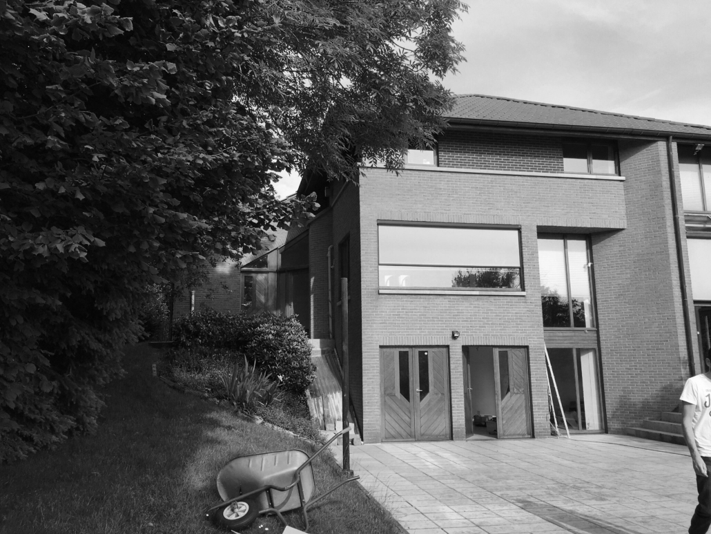 A-Projects - Vooraanzicht renovatie strakke woning in Sint-Martens-Bodegem