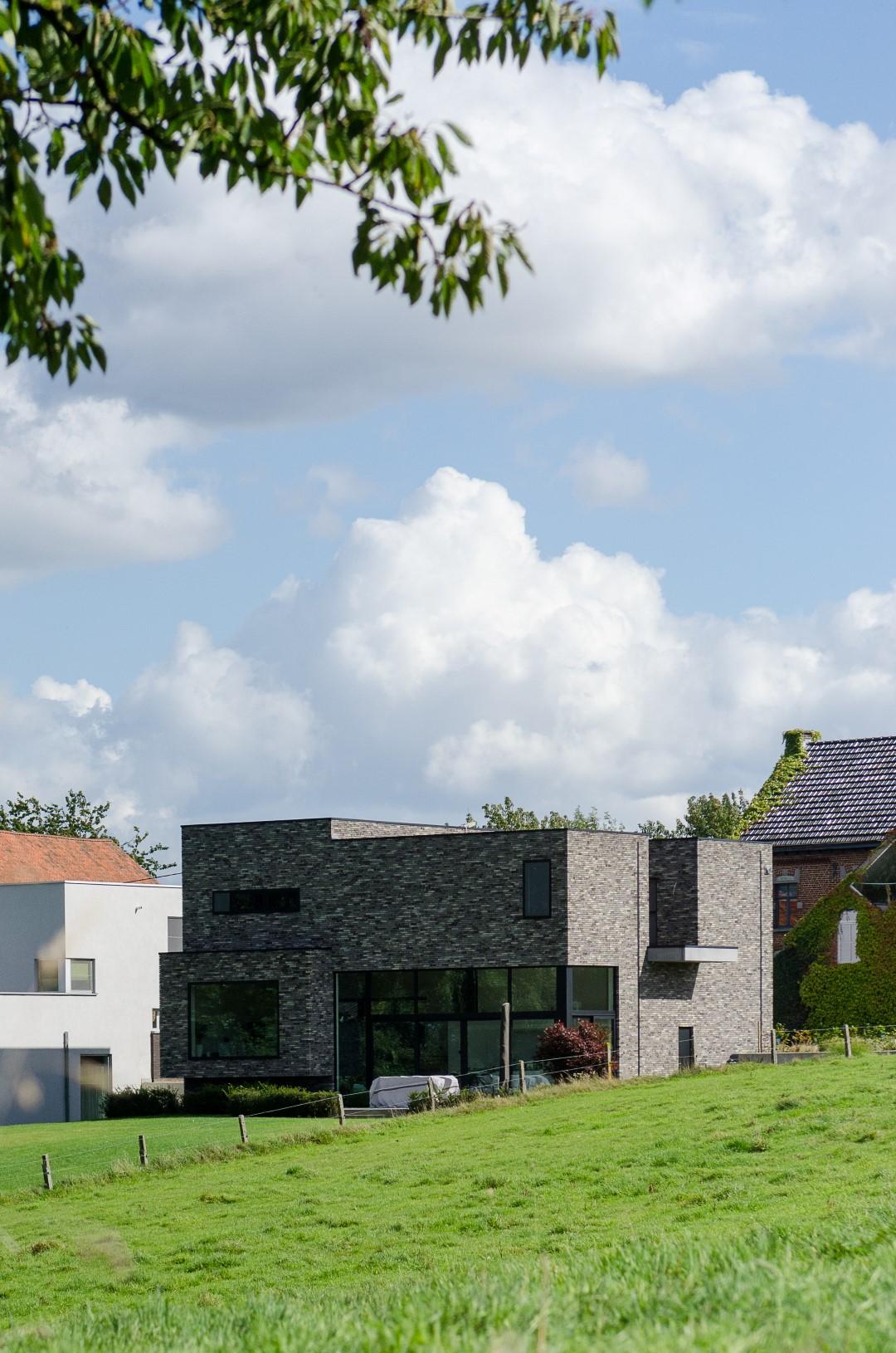 Landelijk gelegen, moderne woning met robuuste look en feel