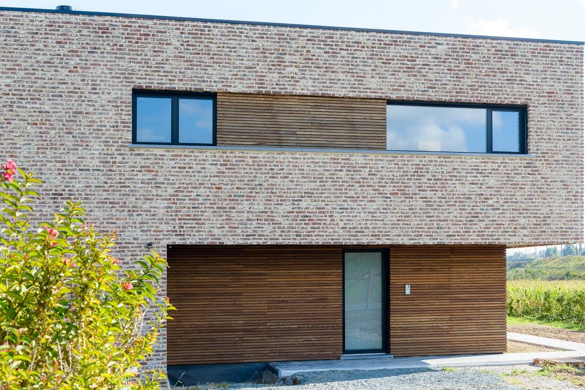 Detail voorkant hedendaags-moderne totaalrenovatie woning
