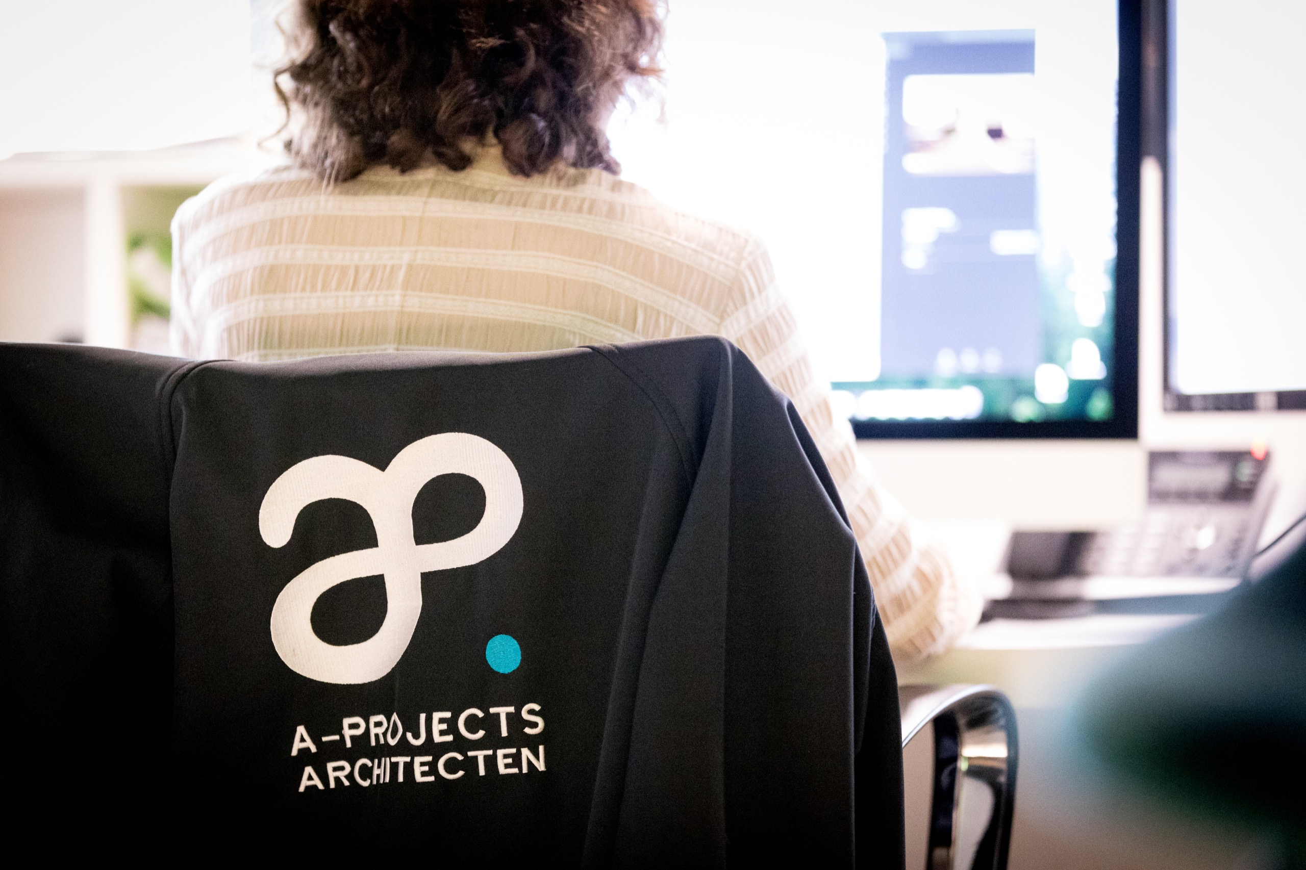 Logo van A-Projects op sweater