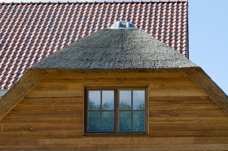 Detail houtwerk gevel karaktervolle, landelijke nieuwbouw