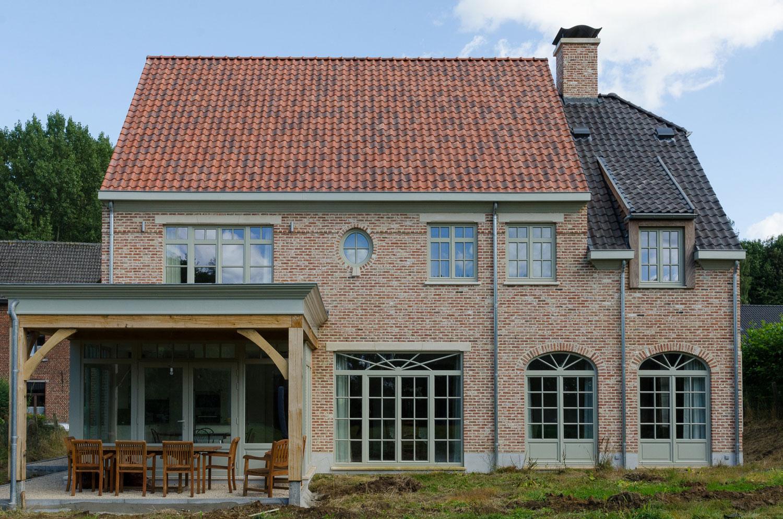 Achterkant met overdekt terras karaktervolle, landelijke nieuwbouw